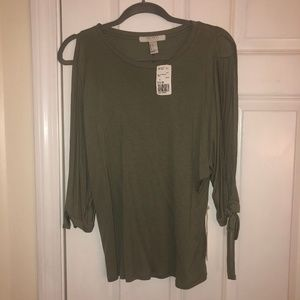 Army green longsleeve with open arms